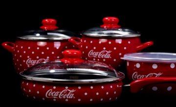 Спечелете 1400 брандирани тенджери, тави и касероли от Coca-Cola