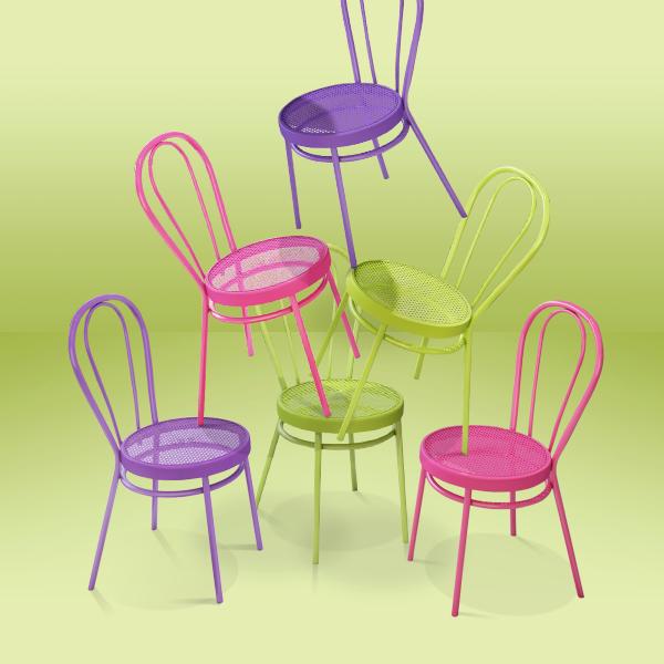 Спечелете 3 комплекта от два цветни стола Боби