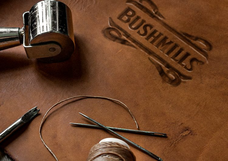 Спечелете три ръчно изработени кожени чанти и 5 дървени колонки с уникален дизайн от Bushmils
