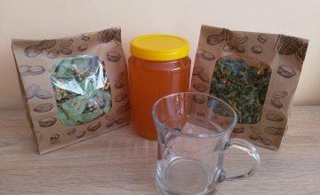 Спечелете три комплекта състоящи се от мед, стъклена чаша за чай и пакети с билки