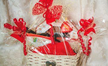 Спечелете кошница с продукти Струма Фрут и вино