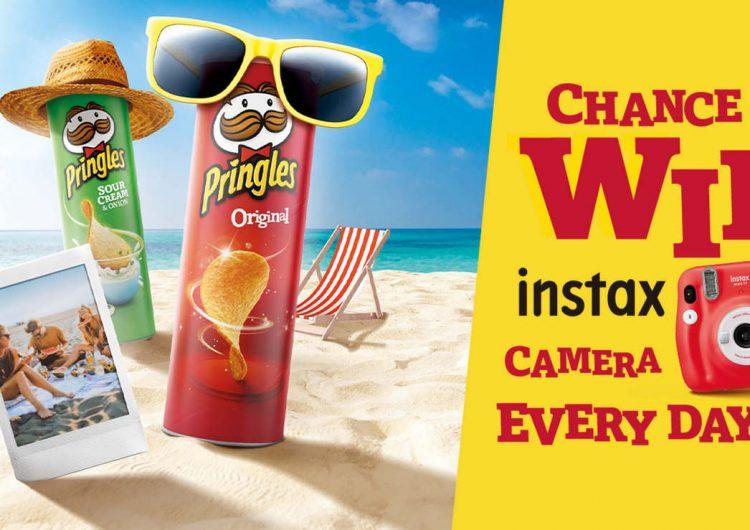 Спечелете 532 фотоапарата за моментални снимки Instax Mini 11 от Pringles
